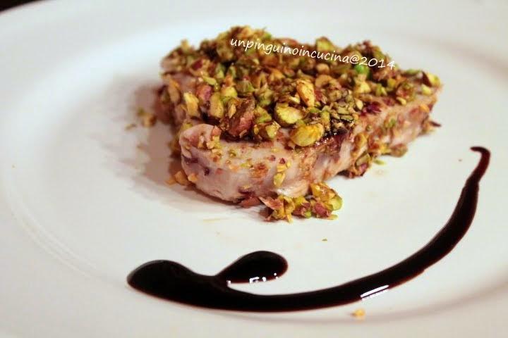 tonno in crosta di balsamico e pistacchi