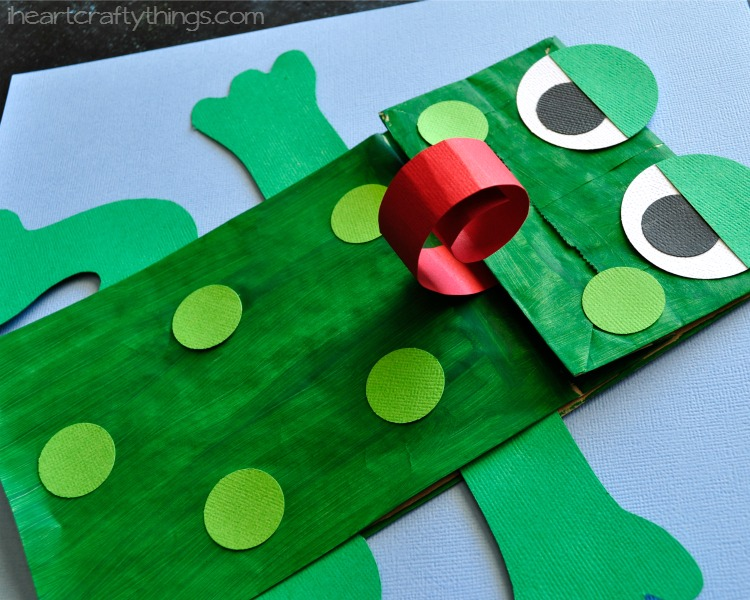 Paper bag frog cooking with ruthie for Frog finger puppet template