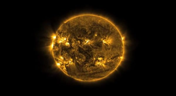 Video Gerhana Matahari Total Australia Terlihat dari Luar Angkasa