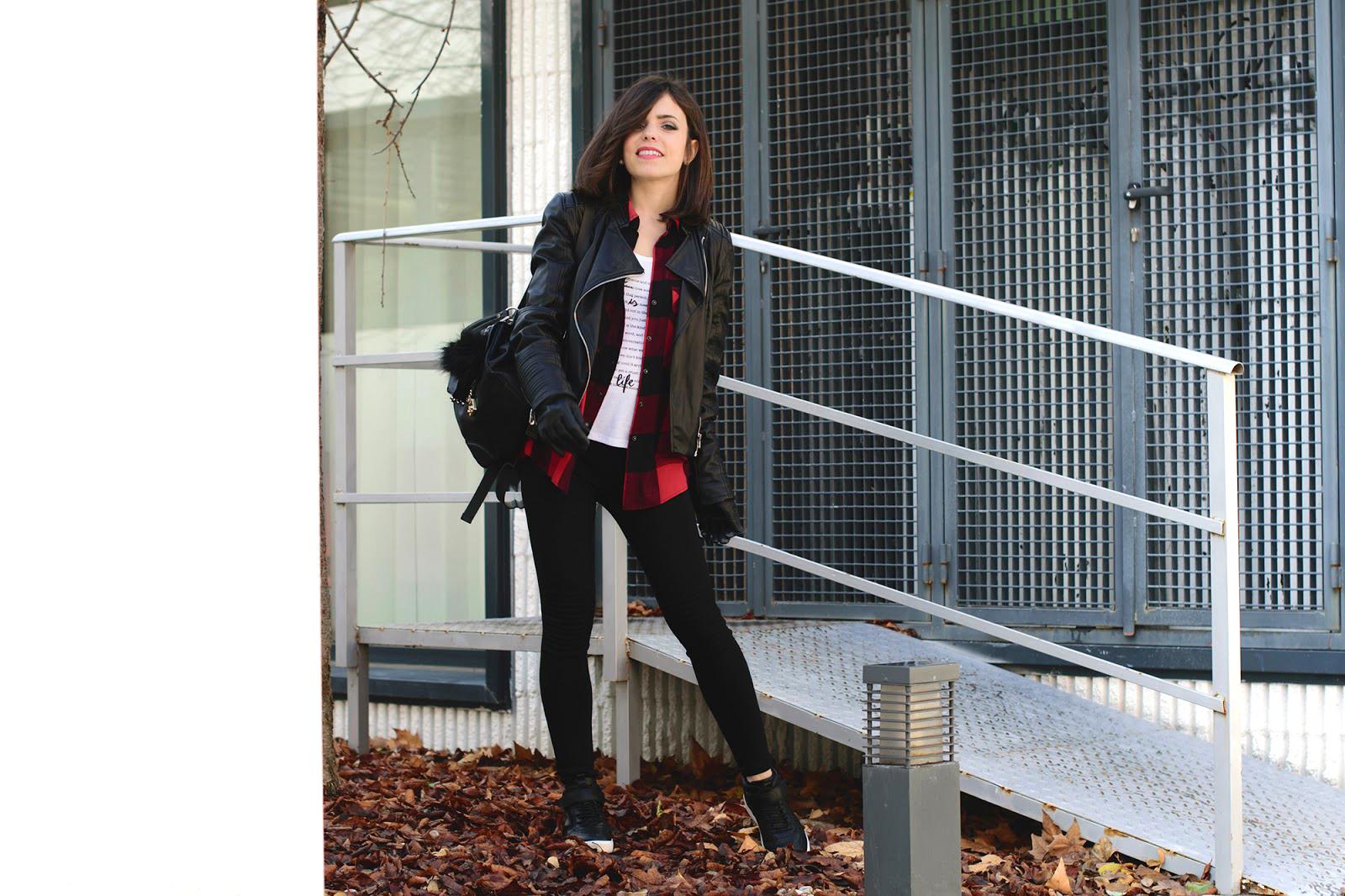 Total look de Zara con biker y camisa de cuadros