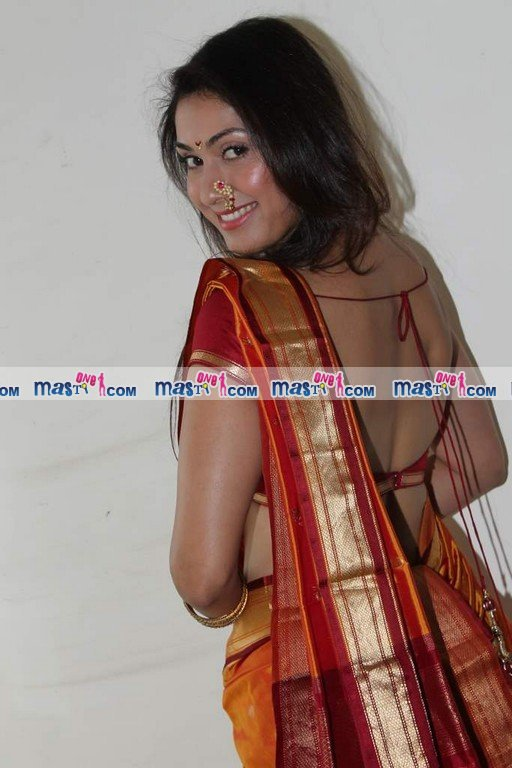 Manjari Phadnis in marathi backless tradional saree  - Manjari Phadnis Backless hot Marathi Saree Pics