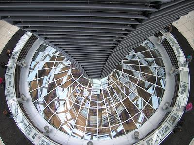 Cúpula del Parlamento Alemán de Norman Foster, Berlin, Alemania, round the world, La vuelta al mundo de Asun y Ricardo, mundoporlibre.com