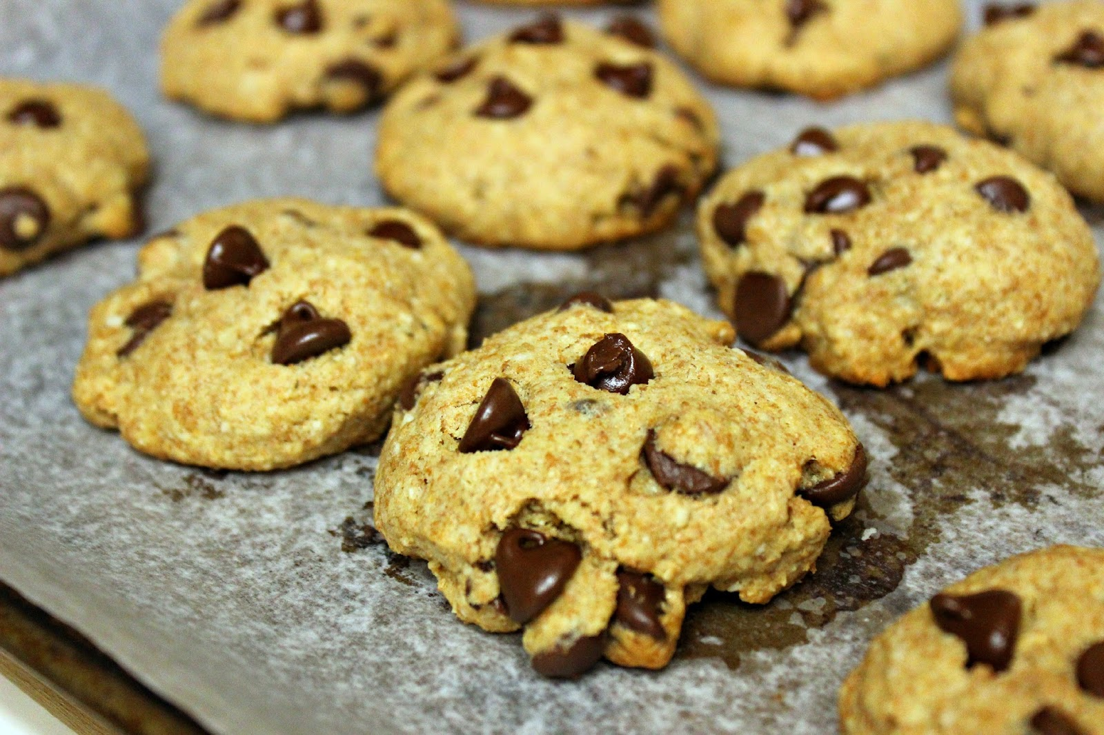 A Bountiful Love: Low Calorie Chocolate Chip Cookies