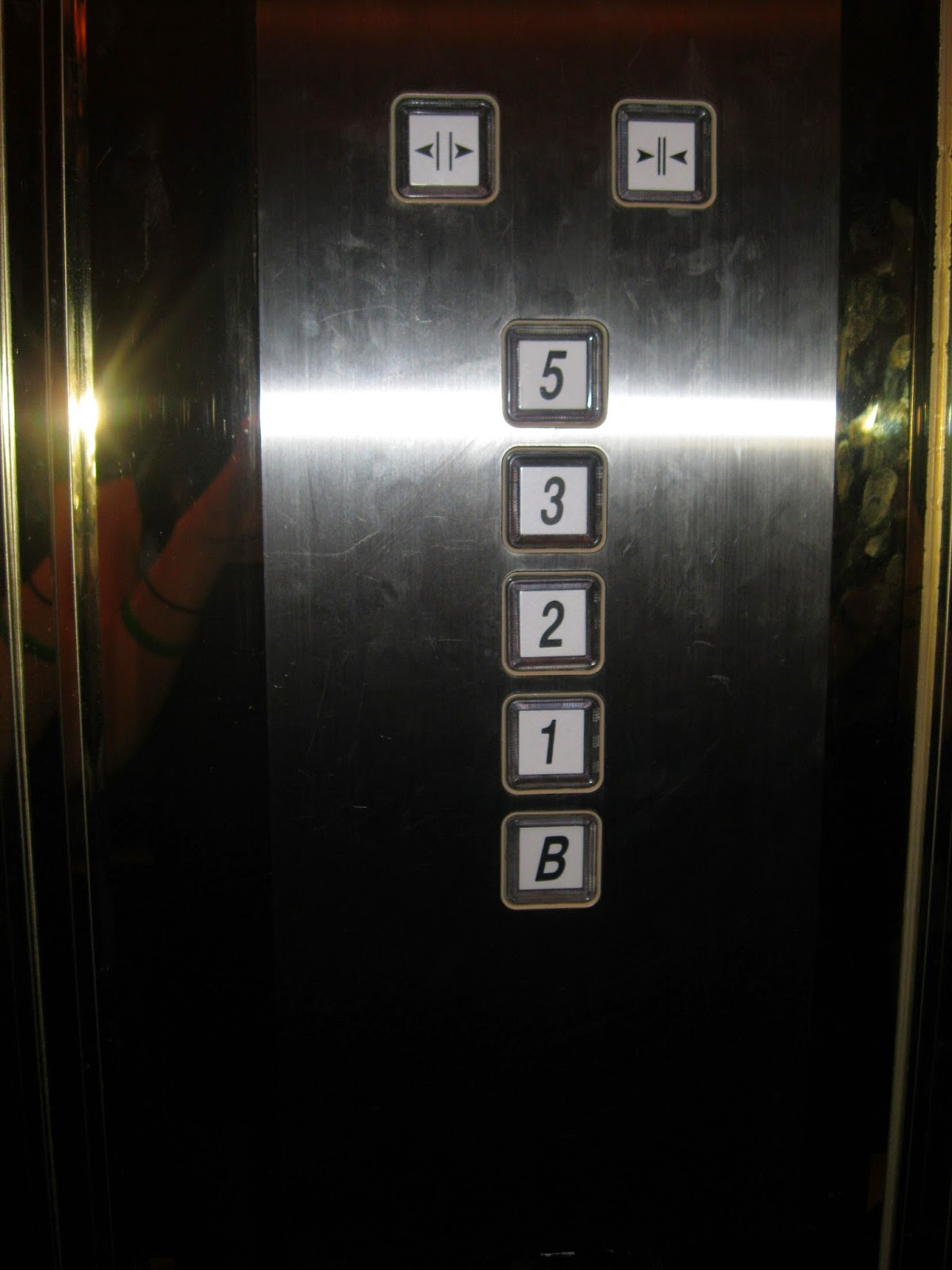 """FACT: Most of Chinese people are tetraphobia, they fear of number four because it's pronounced same as """"dead"""""""