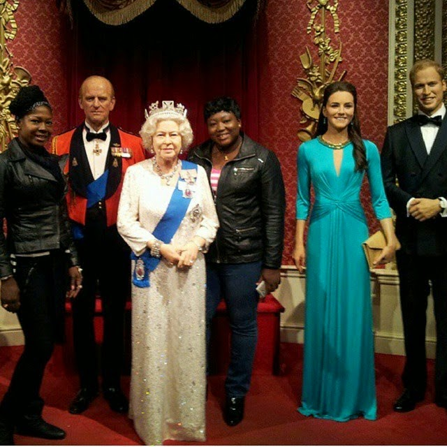 queen of england wax statue