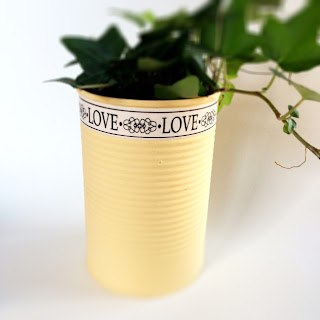 Small plant pot using an upcycled tin