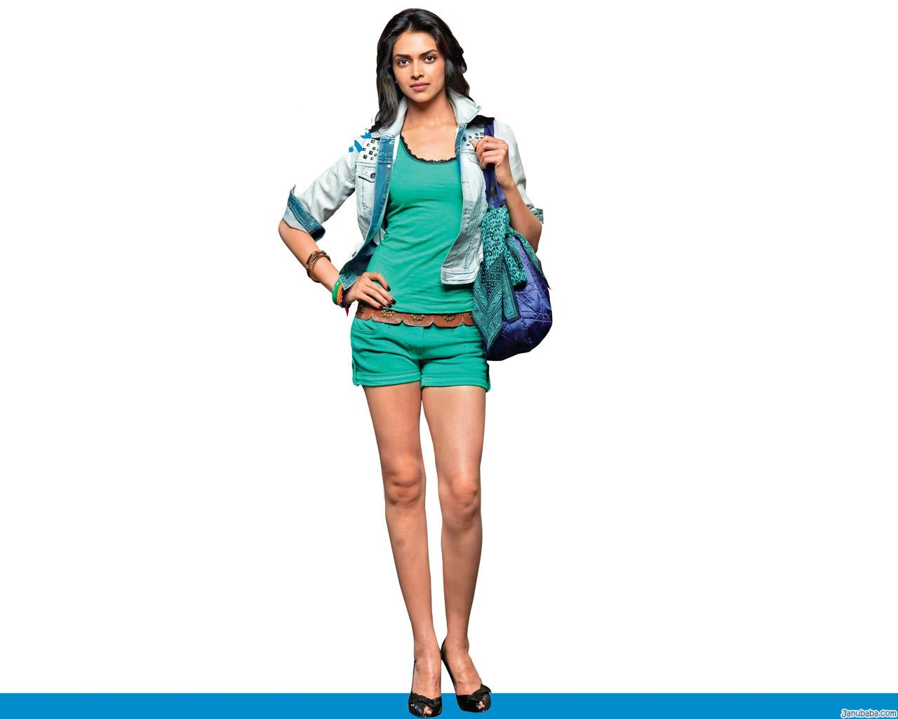 Deepika in ocean green shorts -  Deepika in SHORTS!