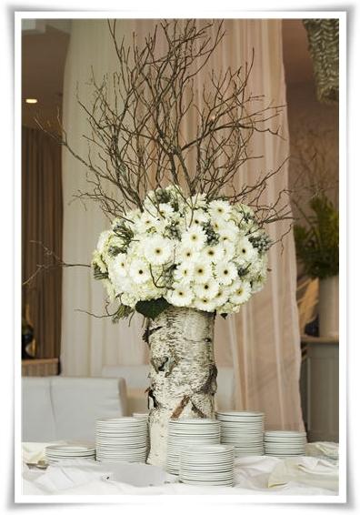 vit gerbera, björk, blommor och björk, white gerbera centerpiece, brich centerpiece