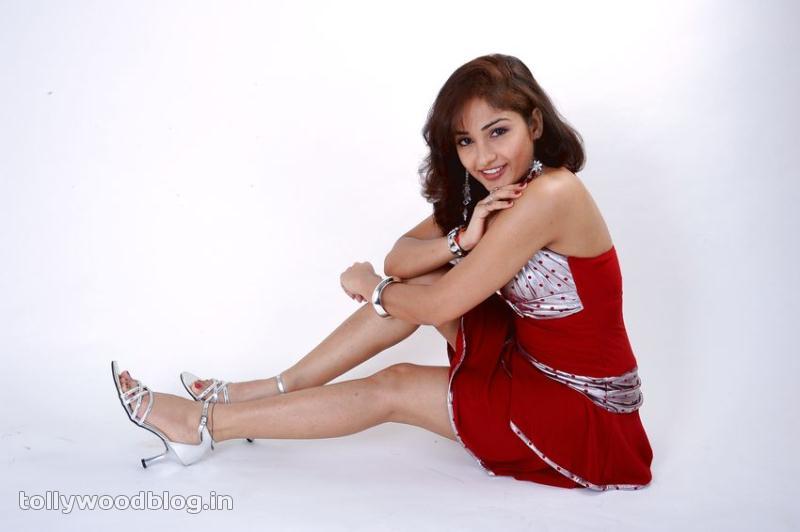tollywood actress photos madhavi latha latest hot photos