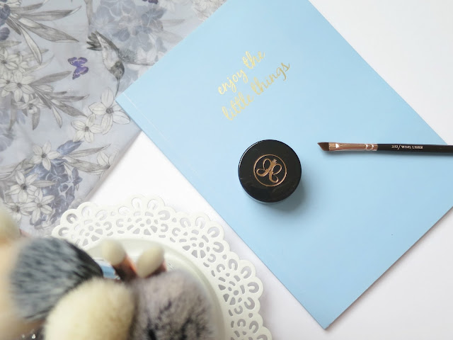 Perfect Brush and Beauty Matches zoeva rose gold angled liner brush anastasia beverly hills dipbrow pomade