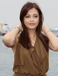 Aishwarya Rai in Traditional Bengali Jewellery