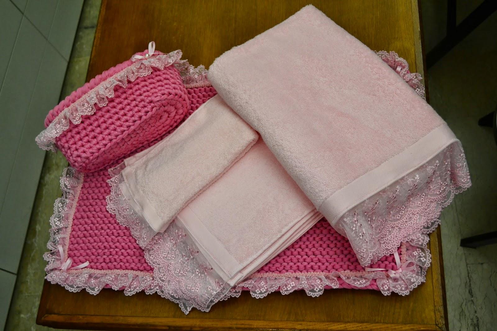 Giochi di crochet: romantico set da bagno
