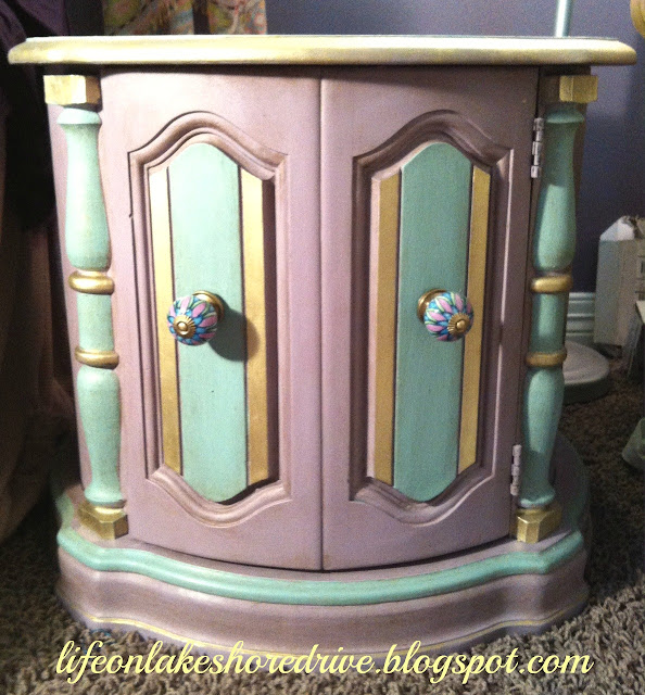 alt=&quot;Annie Sloan chalk paint table makeover in emile and duck egg blug with gold gilding wax&quot;