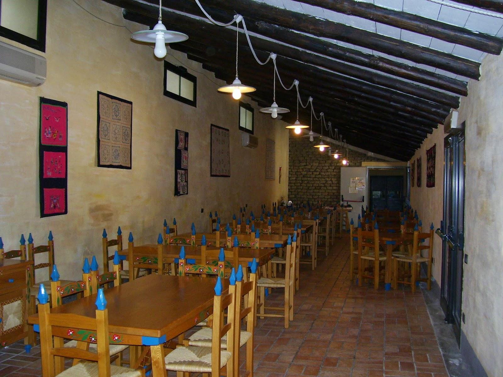 Nella Sala Da Pranzo Del Ristorante Resta Immobile L'antica Macina Per  #9C7430 1600 1200 Sala Da Pranzo Del Convento Sinonimo