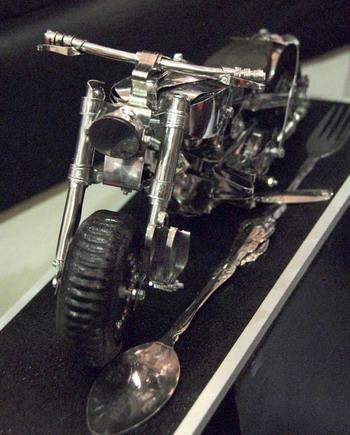 Miniatur Moge dari Sendok Garpu