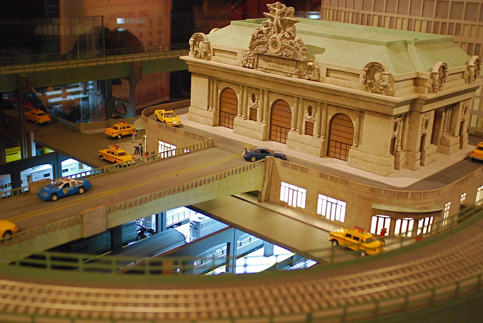 Nyc nyc 2012 grand central holiday train show at the ny for Ny transit museum store