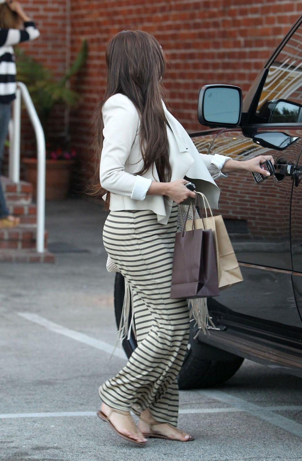http://3.bp.blogspot.com/-hA1JQmBWVOA/Tg6eFQSp8TI/AAAAAAAAOQw/LEC_OuAEREU/s1600/Kim-Kardashian-5.jpg