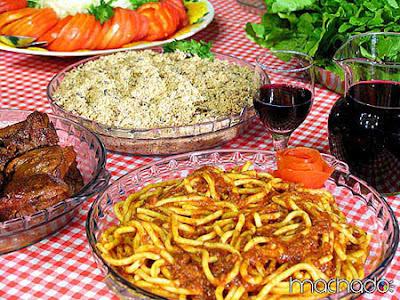 macarrão, carne, vinho e farofa