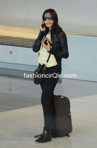 146 -  Freida Pinto @Roissy Airport in Paris