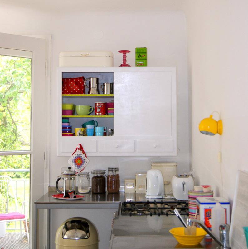 dejligheder malet skab og krussedullekunst schrank gestrichen und kinderkunst. Black Bedroom Furniture Sets. Home Design Ideas