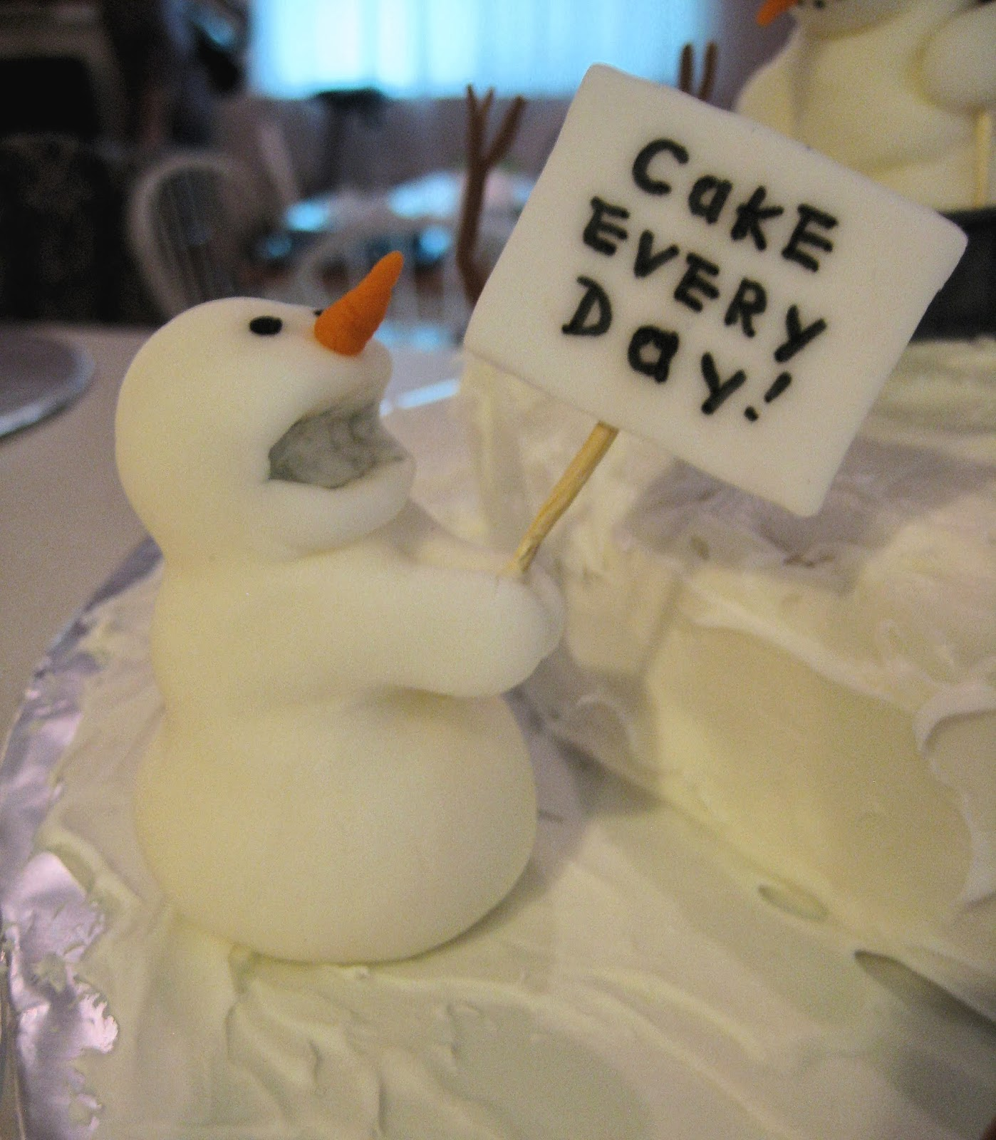 Calvin and Hobbes Snowmen Cake - Fondant Picketing Snowman 1