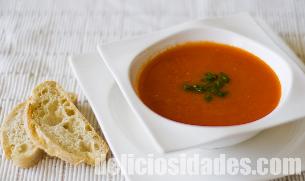 deliciosidades.com - Sopa de tomate y pesto de albahaca