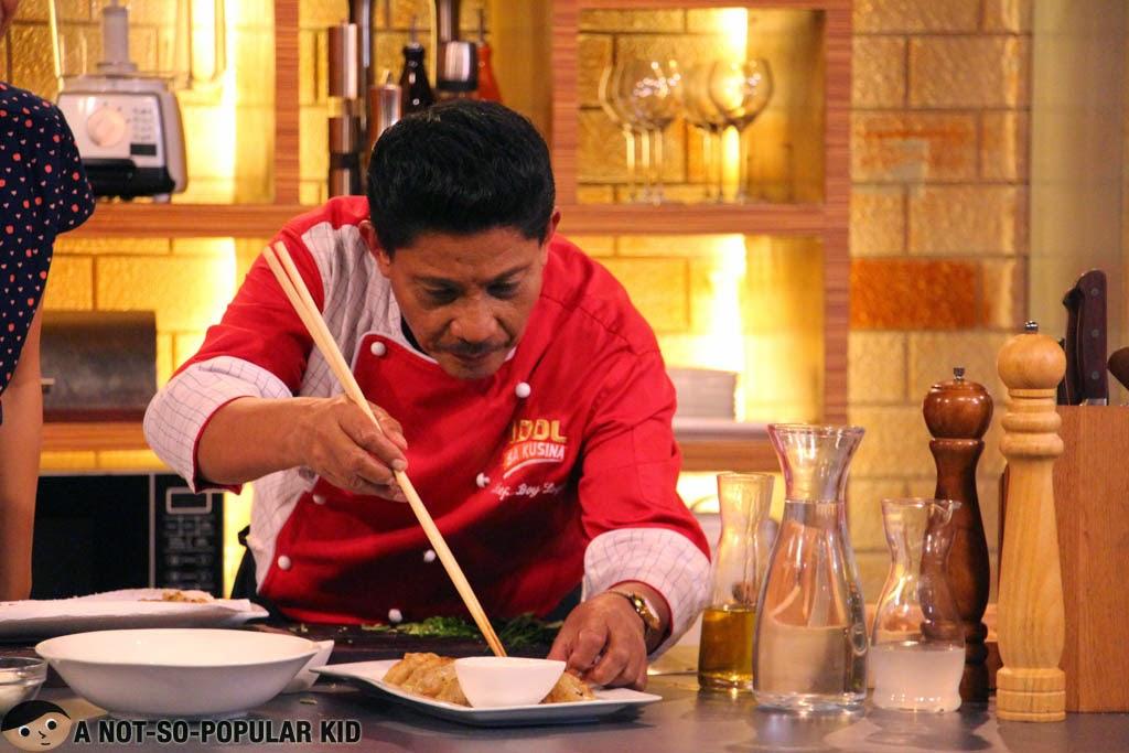 Chef Boy Logro doing his craft in Idol Sa Kusina TV Show