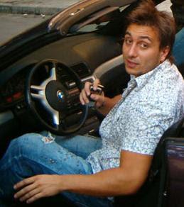 Фолк изпълнителят шофирал бясно с джипа си из софийските улици, когато полицаите вдигнали палката