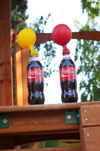 How to expand balloons using soda - SO COOL!