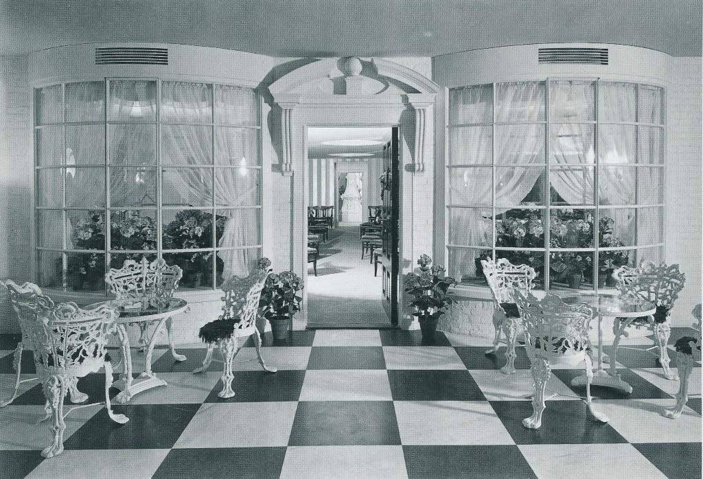 The peak of chic not so garden variety rooms for Garden design 1930