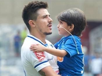 Cruzeiro vence e convence