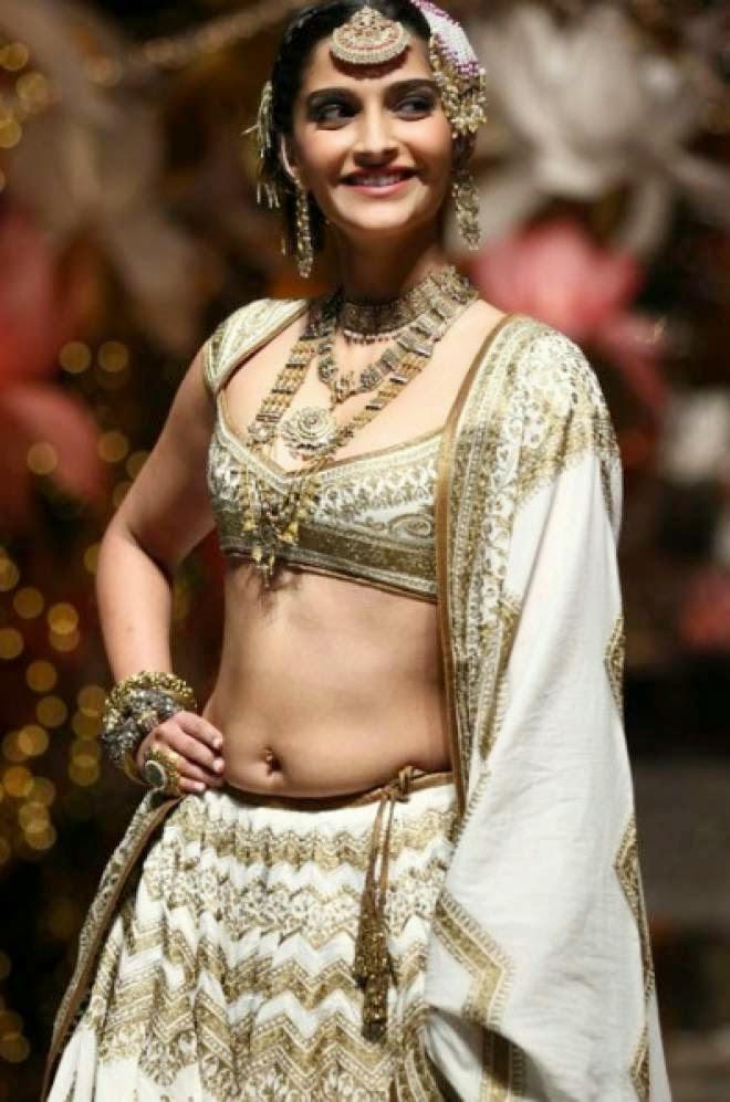 Top 7 Hot Navel Show Photos Of Sonam Kapoor