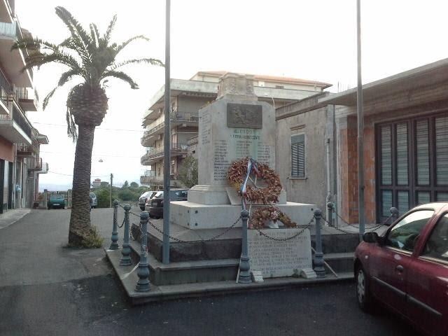 Monumento ai caduti ancora distrutto