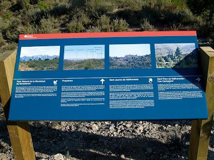 Plafó informatiu al mirador de la Serra del Ginebral