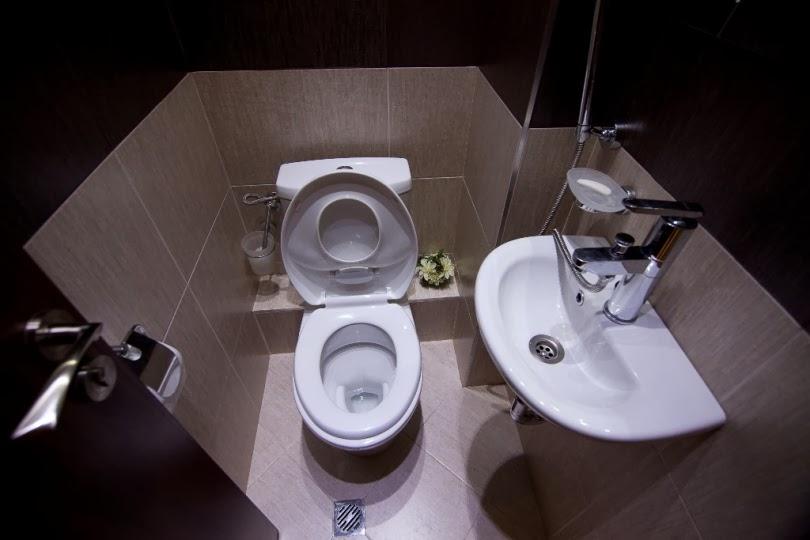 Тоалетна с подвижен душ