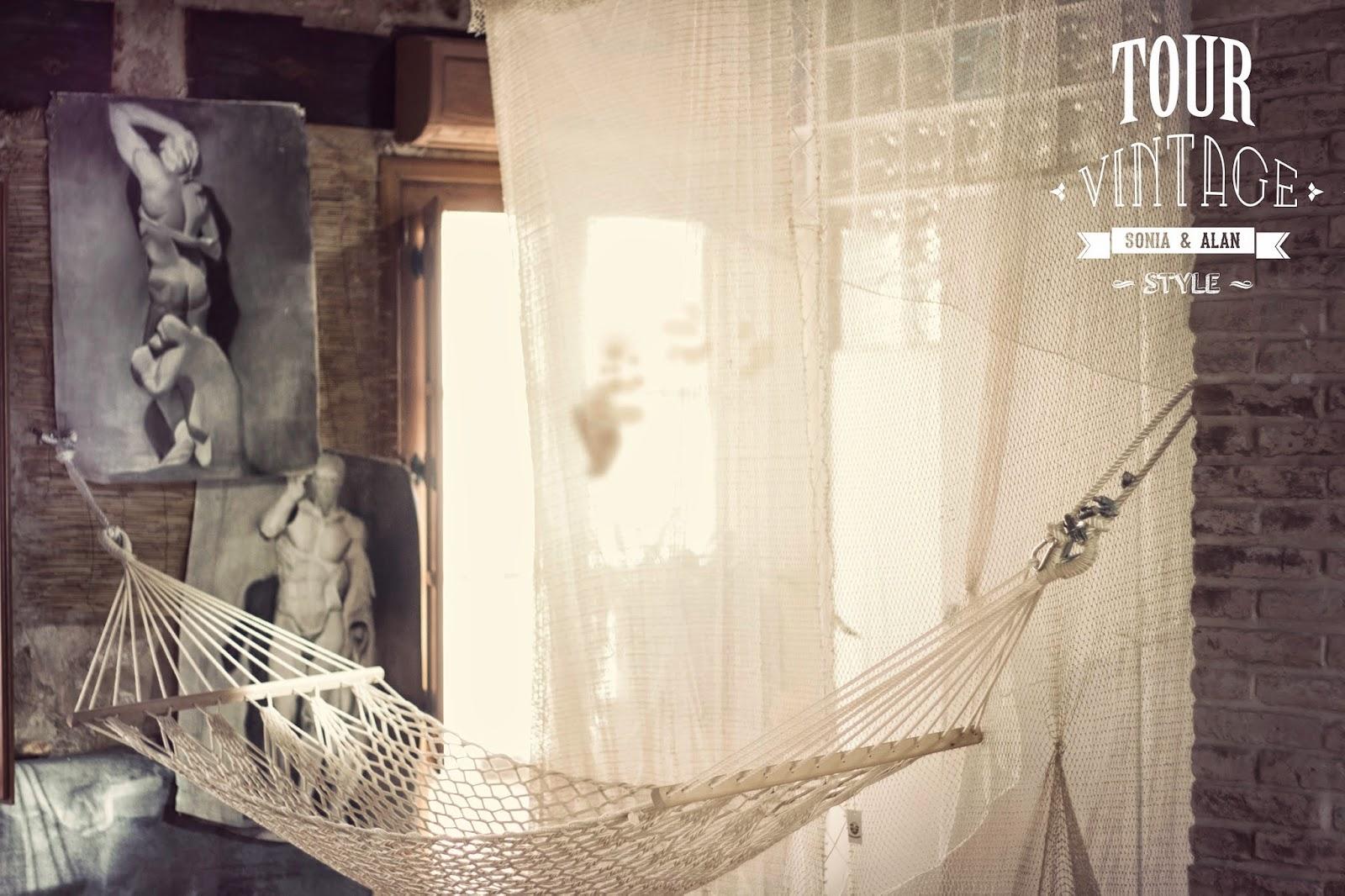 Casa rural la pintora Requena. Hamaca. Alan Blesa y Sonia Soler. tourvintage.blogspot.com