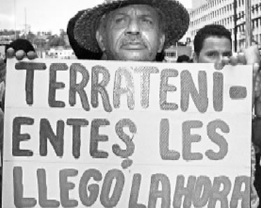 """Una """"revolución"""" más """"antiimperialista"""" y más """"socialista"""" que la de Chávez - texto publicado en Crítica Marxista-Leninista en marzo de 2013 - contiene links a tres discursos del general peruano Juan Francisco  Velasco Alvarado  Reforma+Agraria"""