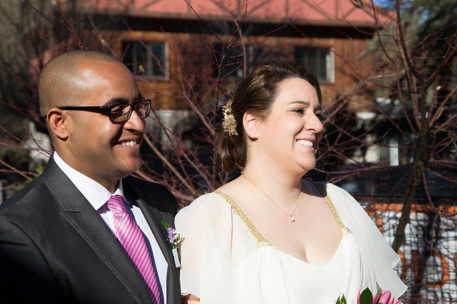 Tocado Emma Ascot en semi corona para novia en dorado