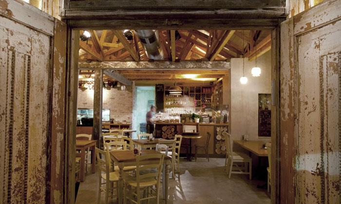 decoración rustica de un cafe restaurante mesas comedor