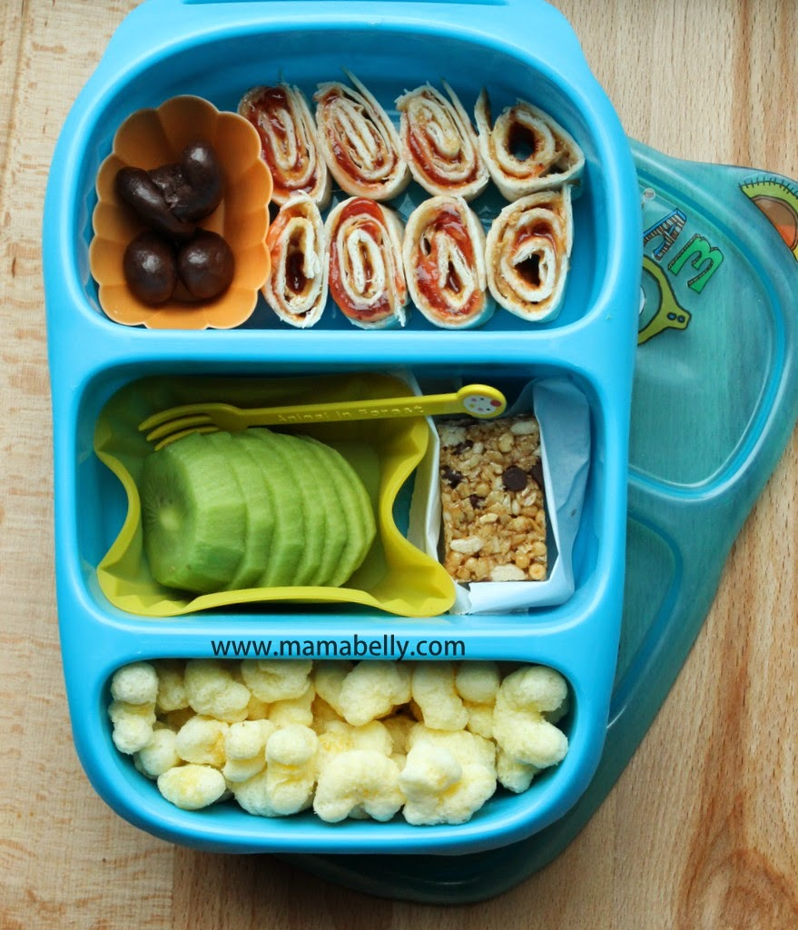 Easy School Lunch with PB&J Sushi in a Goodbyn Bynto - mamabelly.com