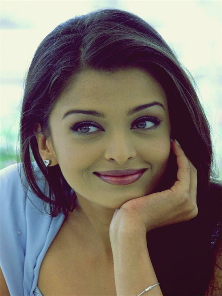 Aishwarya Rai :Top 20 Beautiful Actress Aishwarya Rai's Hottest Photo Gallery (HD Photos)