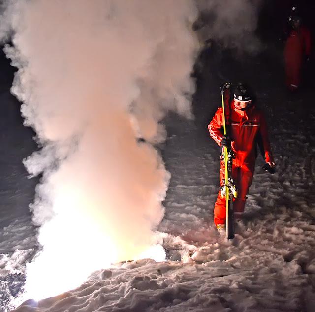 Франция Авориаз горные лыжи снег горы курорт ночь инструктор France Avoriaz snow alpine ski mountains resort night show ESF instructor
