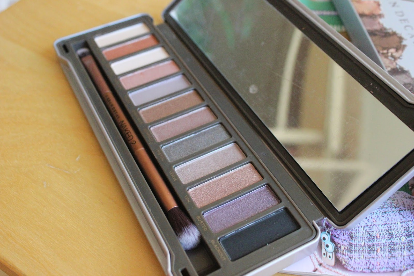 georgie-georgina-minter-brown-blogger-beauty-makeup-urban-decay-naked-2-palette-eyeshadows-review