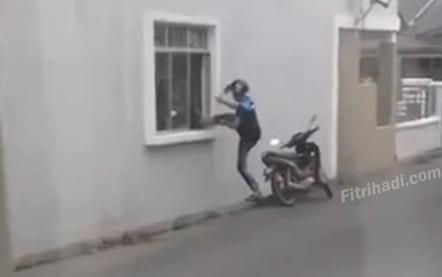 Video Cubaan Perompak Memecah Masuk Rumah Klang