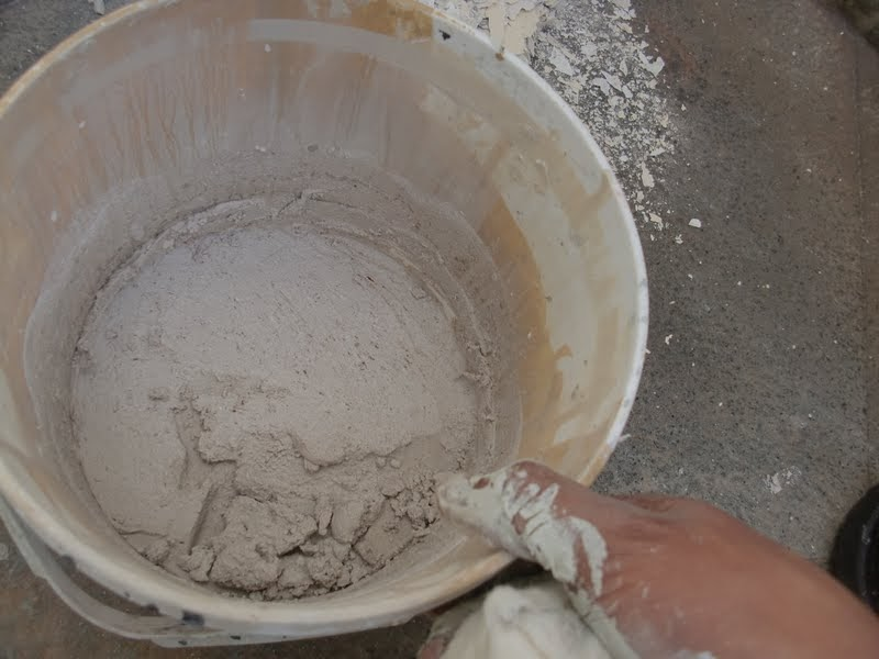 Aprende con tu amigo luis como reparar paredes da adas - Como mezclar cemento ...