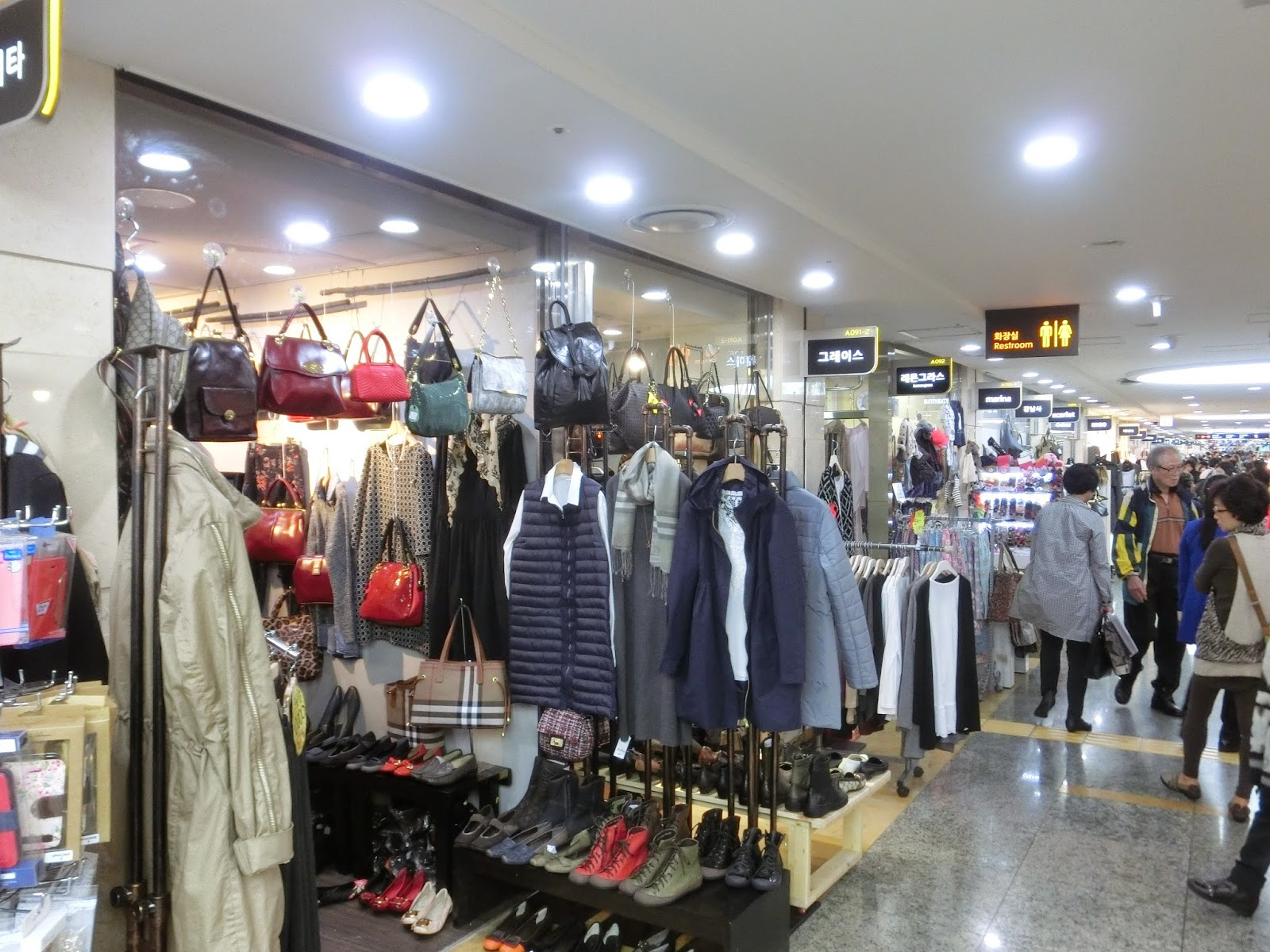 korea-seoul-express-bus-interchange-shopping3