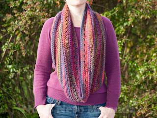 "alt=""cowl, crochet, free crochet pattern, katia azteca, gola em crochet,instruções passo a passo, cross-stitch"""