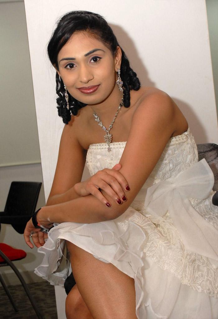 Sexy Nisha Indian Actress Hot HD Wallpapers