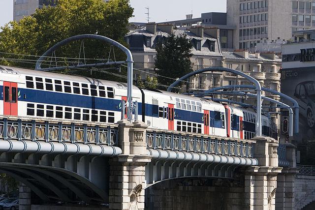 поезд RER на линии C,