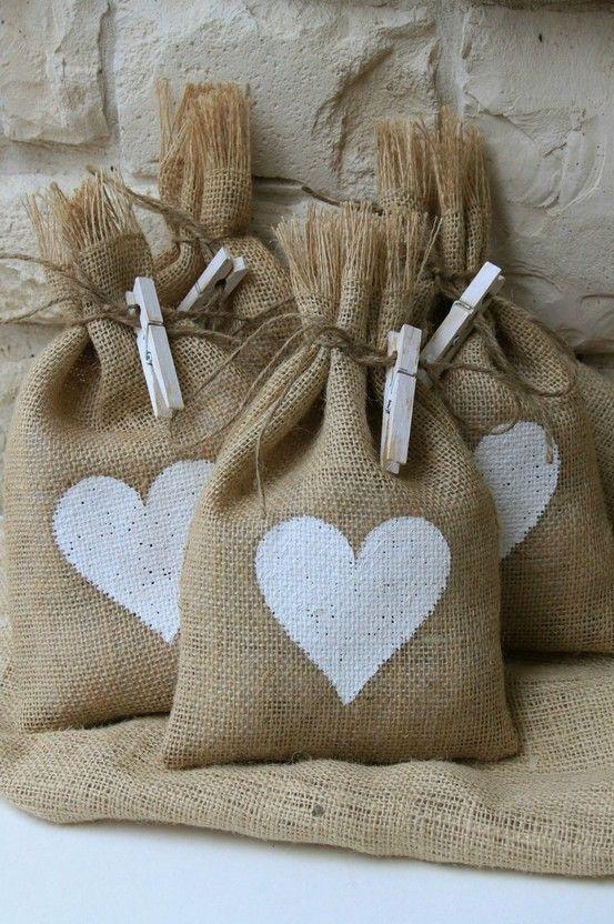 Como se hace bolsitas de tela de saco imagui - Manualidades con tela de saco ...